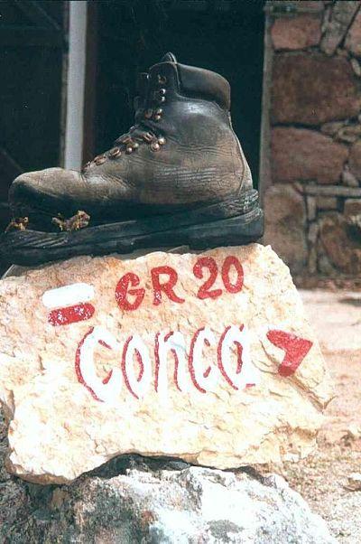 chaussure-eventree-sur-le-gr20-en-corse